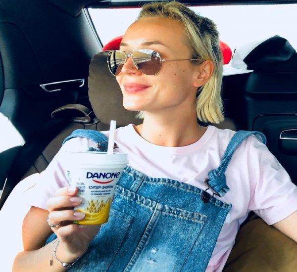 Полина Гагарина защитила российских футболистов от «диванных критиков»